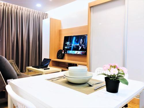 Trefoil Setia City , Shah Alam WIFI Netflix, Kuala Lumpur