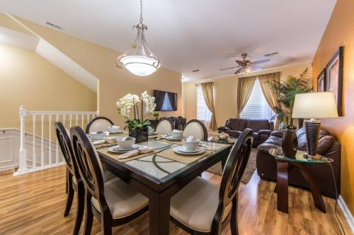 VC TH60 - Luxury Townhome Near Convention Center, Orange
