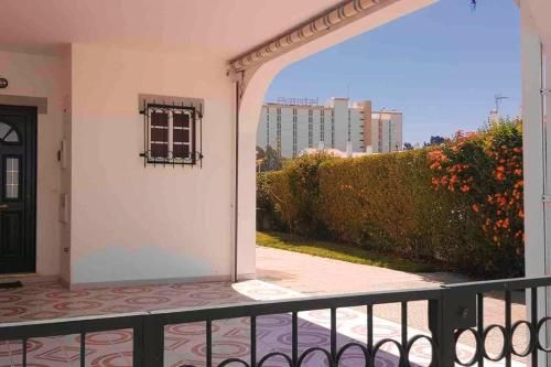 House with 2 bedrooms in Altura with wonderful city view furnished terrace and WiFi, Castro Marim