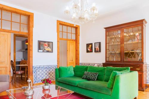 Alfama Terrace Apartment With Authentic XVIII Tiles And Historic Notes 3 Bedrooms & 2 Bathrooms AC, Lisboa