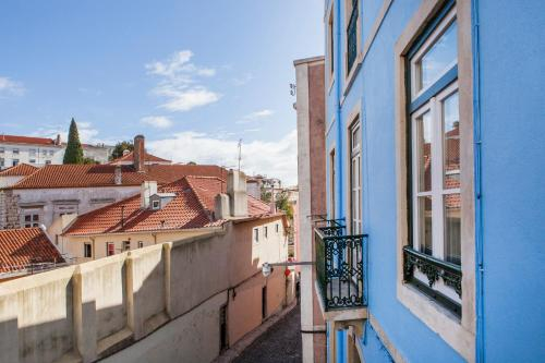 Alfama St George Castle District Fabulous 3 Bedrooms 2 Bathrooms AC Balcony 1st floor Apartment 19th, Lisboa