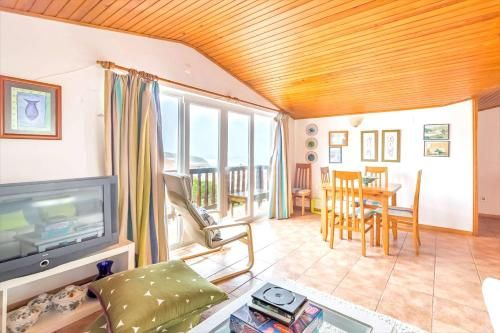 Apartment with 4 bedrooms in Marinha Grande, with wonderful sea view, terrace and WiFi - 350 m from , Marinha Grande