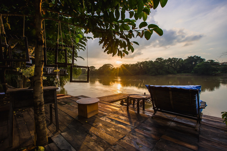 The Antique Riverside, Ban Pong