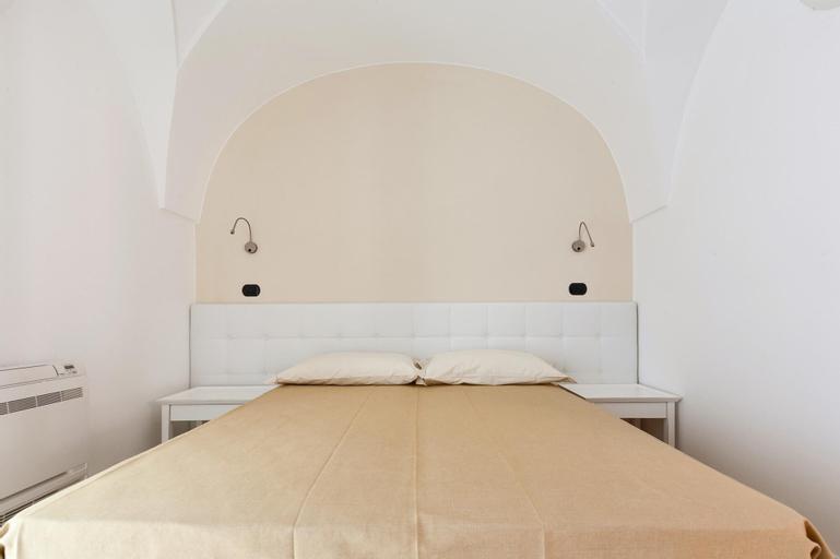 Villa Aura, Lecce