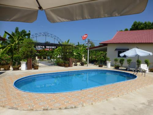 Private 2 bedroom villa with Swimming pool Tropical gardens Fast Wifi smart Tv, Phen