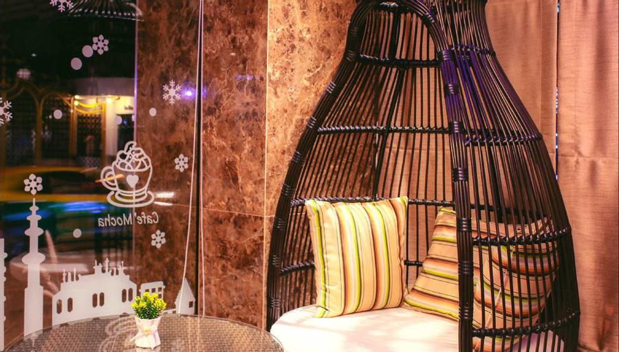 Maverick Ratchada Hotel, Din Dang