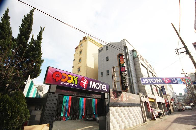 Qook Motel, Buk