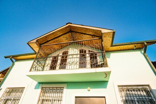 Каштак 2 дома под-ключ, Sokhumi