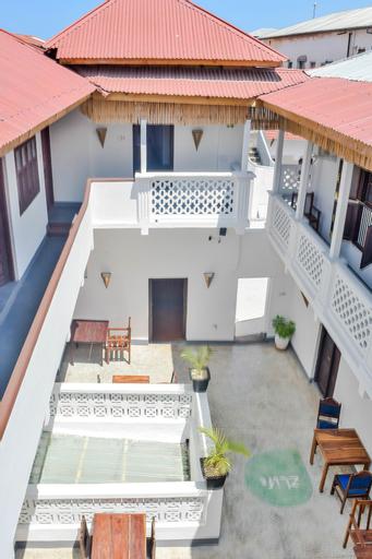 zLife Hostel, Mjini