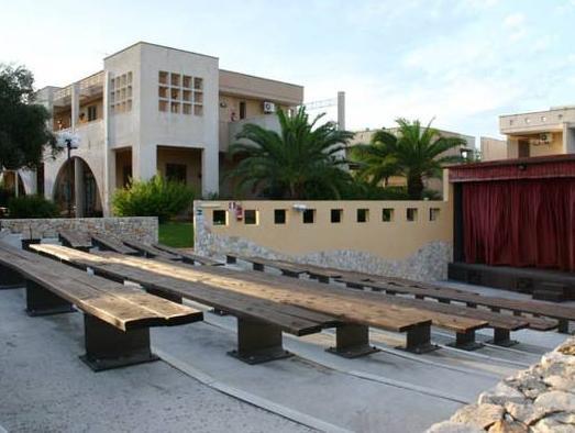 Sairon Village, Lecce