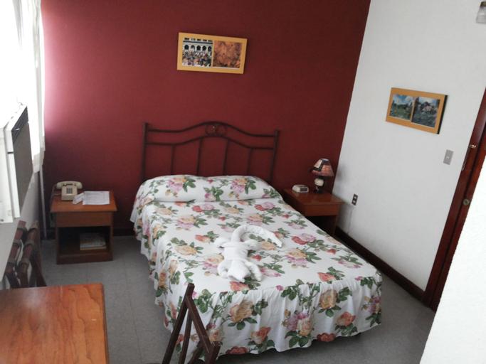 HOTEL CASA FLORES DE TIKAL, Flores