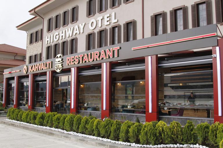 Highway Otel, Merkez