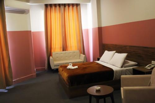 Nitocrisse Hotel, 'Abdin
