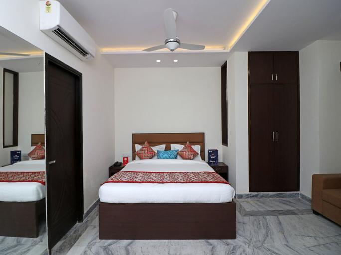 OYO 12143 Hotel SKD, Mathura