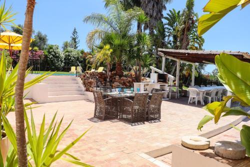 Idyllic Farm House with huge Garden for 14PAX, Loulé
