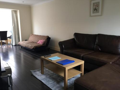 The Hollies Haven & free parking - perfect London long stay, London