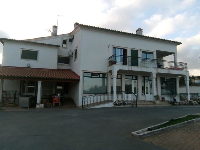 Apartment With 2 Bedrooms in Urqueira, With Wonderful Mountain View, Pool Access, Enclosed Garden - 40 km From the Beach, Ourém