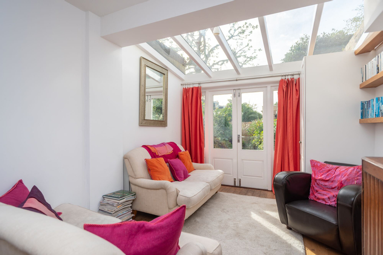 Cosy 1 Bedroom Flat With Garden in Lovely Chiswick, London