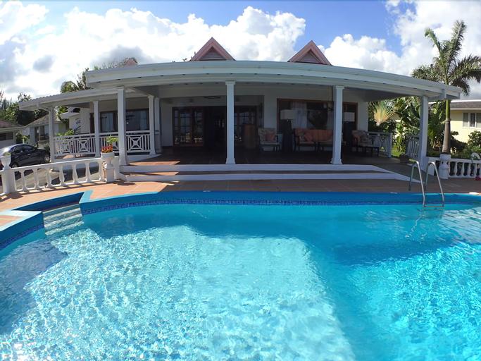 Tumac Villa, 4BR by Jamaican Treasures,