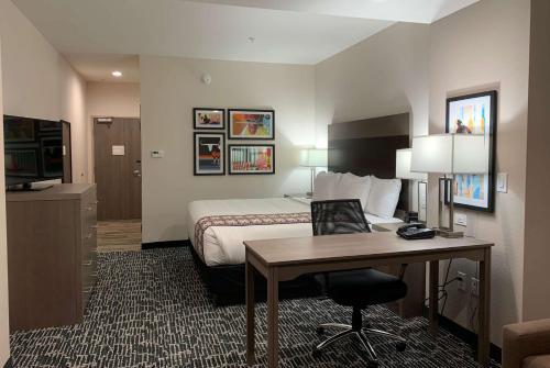 La Quinta Inn and Suites by Wyndham - Red Oak TX IH-35E (Pet-friendly), Ellis