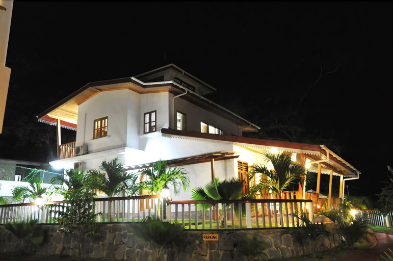 La Fontaine Holiday Apartments,