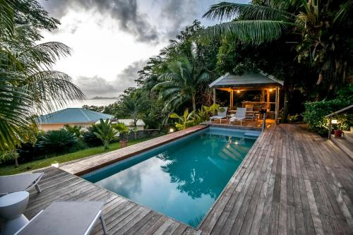 Red Coconut Self Catering with Swimming Pool,