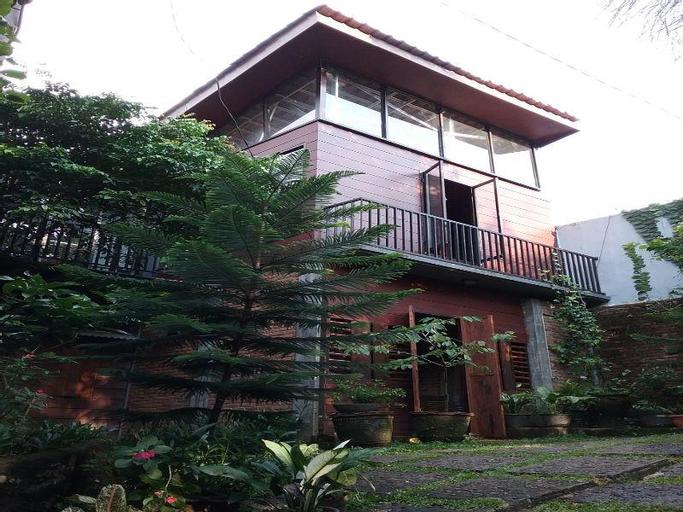NILA HOUSE Sharia Family Home Stay, Jakarta Selatan