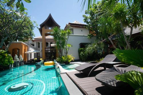 Luxury Thai Style Swimming Pool Villa, Private housekeeper,6 Bedrooms, Bang Lamung