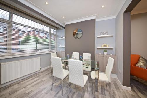 Beautiful Designer Home, Bury