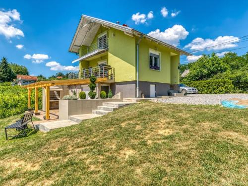 Modern Holiday Home in Voloder with Barbecue and Parking, Popovača