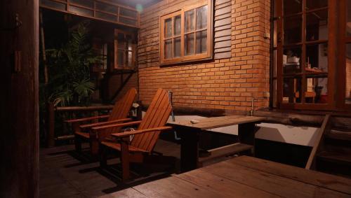 Adam's Family House, Muak Lek