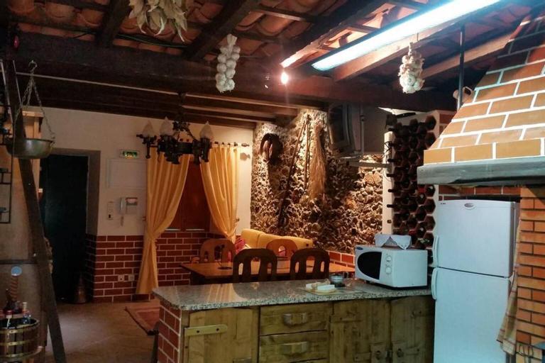 Villa With one Bedroom in Igreja Nova do Sobral, With Private Pool, Enclosed Garden and Wifi, Ferreira do Zêzere