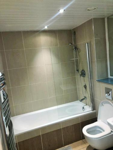 QUAYSIDE, Newcastle SERVICED APARTMENT, GREAT ACCESS TO THE CITY & NIGHTLIFE, Newcastle upon Tyne