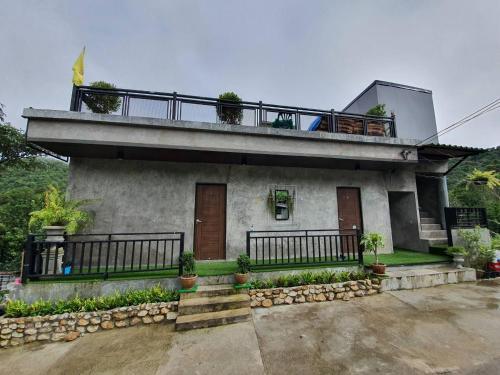 บ้านเลขที่9 โฮมสเตย์ ปิล๊อก, Thong Pha Phum