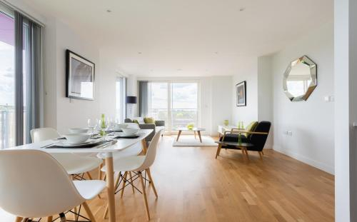 2 Bedroom 2 Bathroom Apartment with large balcony, London