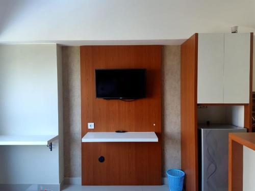 The Eighteenth Studio New Furnish Pool View Springlake SMB, Bekasi