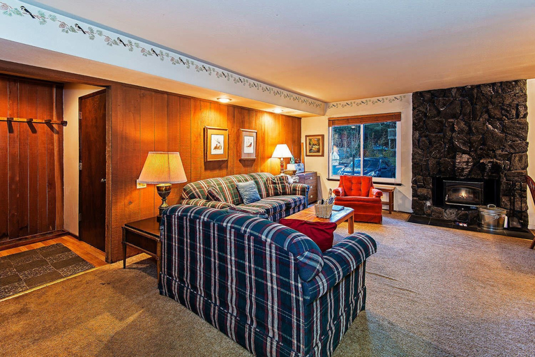 Horizons 4 153 - Two Bedroom Condo, Mono
