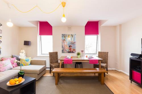 Two Bedroom Duplex in Angel HIgh Street, London