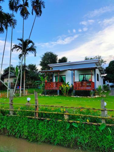 สวนหมากริมนา, Pua