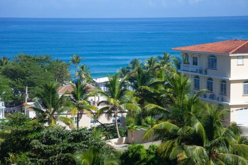 Two bedroom villa Penthouse, rooftop terrace steps from Sandy Beach PRV 301Sandy Beach and the west,