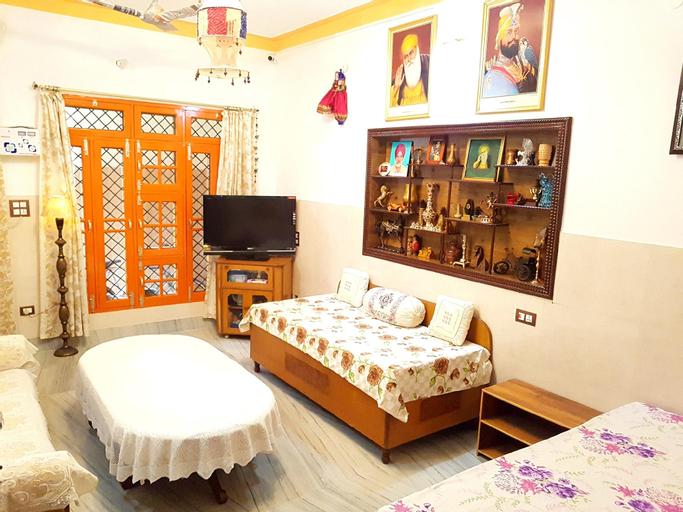 Ground Floor Big Bedroom, Sitting & Bathroom, Jalandhar