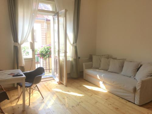 Karl in apartment, Praha 7
