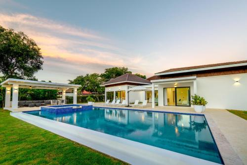 New & Brand New Villa with Pool and Jacuzzi at Casa de Campo, Villa Hermosa