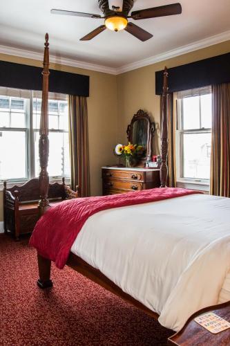 Almondy Inn Bed & Breakfast, Newport