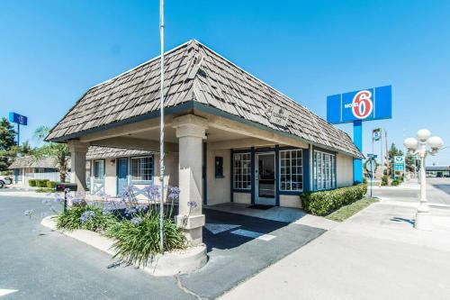 Motel 6, Fresno