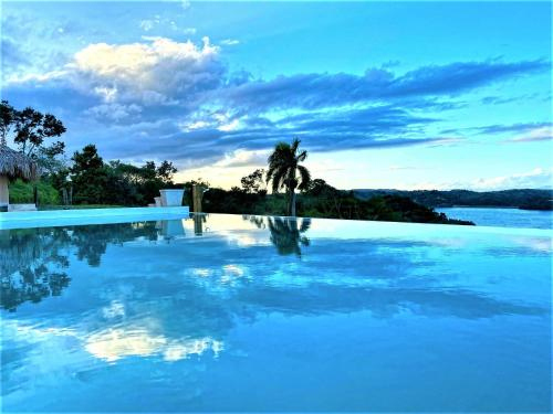 4-BEDROOM VILLA WITH PRIVATE INFINITY POOL & MILLION DOLLAR LAKE VIEW, Janico