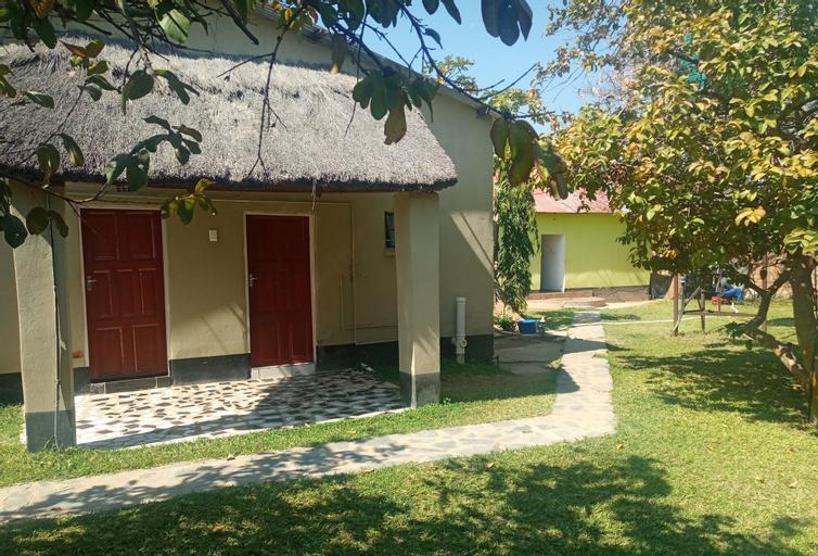 DL Lodge, Choma