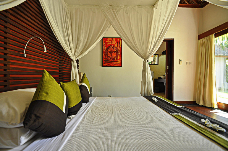 Two bedrooms villa with private pool, large landscape garden and kitchen, Karangasem