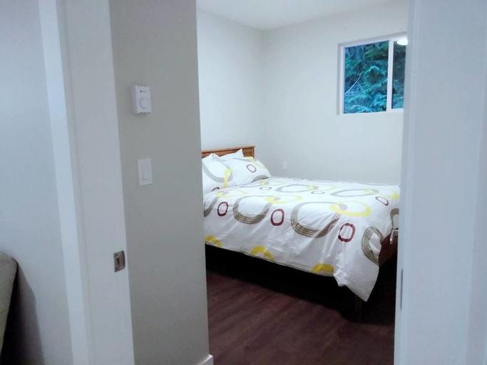 B - Sechelt Private Coastal Home, Sunshine Coast