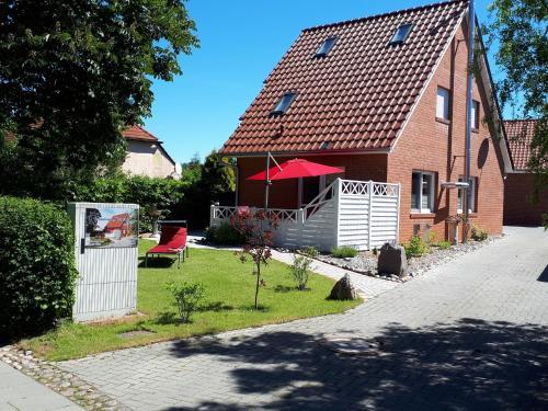 Modern Holiday Home in Wiek with Garden, Vorpommern-Rügen
